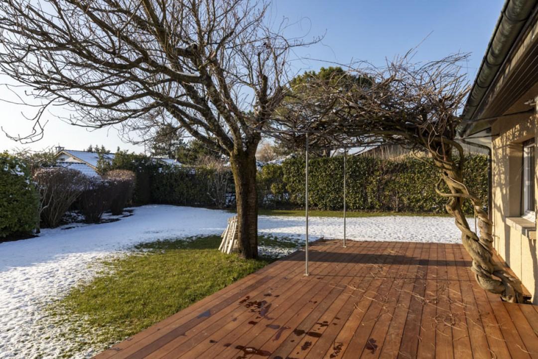 VENDUTO! Elegante villa ornata da un giardino eccezionale - 13