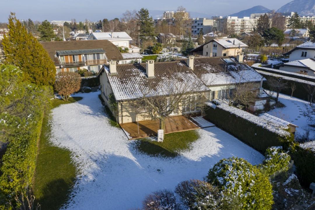 VENDU! Elégante villa ornée d'un exceptionnel jardin - 12