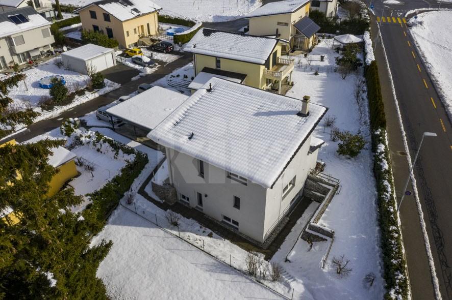 Villa contemporanea confinante con parcella agricola - 13