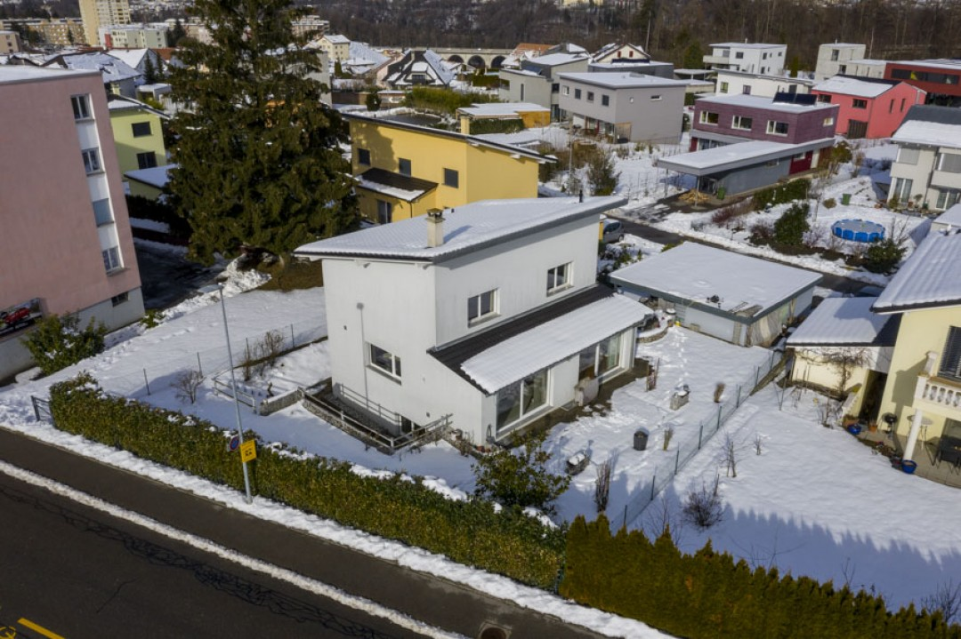 Villa contemporanea confinante con parcella agricola - 12