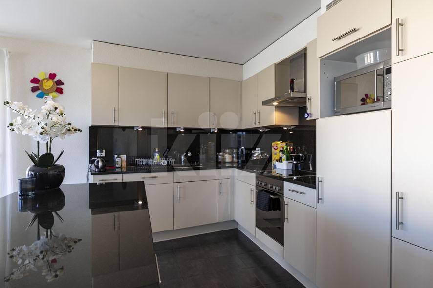 Sehr schöne helle Wohnung mit grossem Balkon - 3