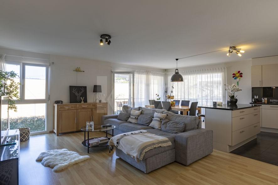 Sehr schöne helle Wohnung mit grossem Balkon - 2