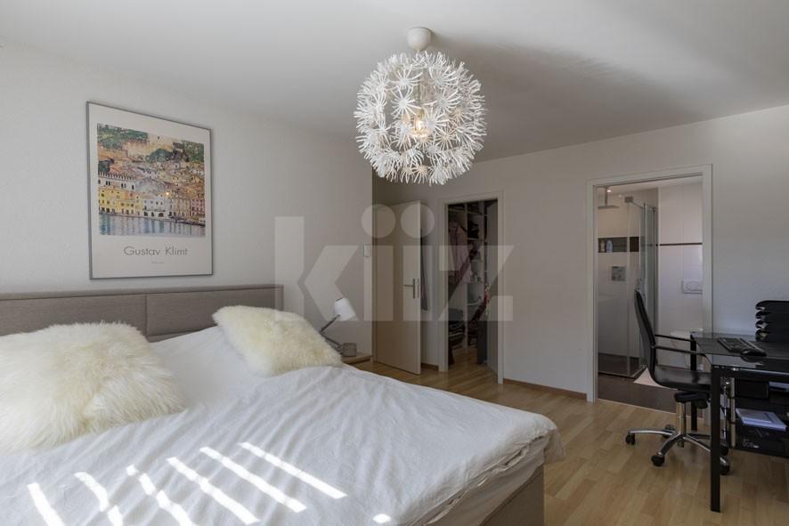 Sehr schöne helle Wohnung mit grossem Balkon - 5