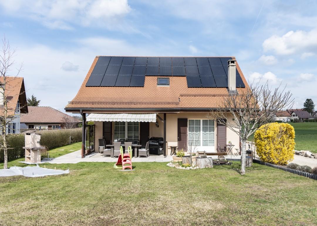 Einladendes Familienhaus mit grossem Garten - 1