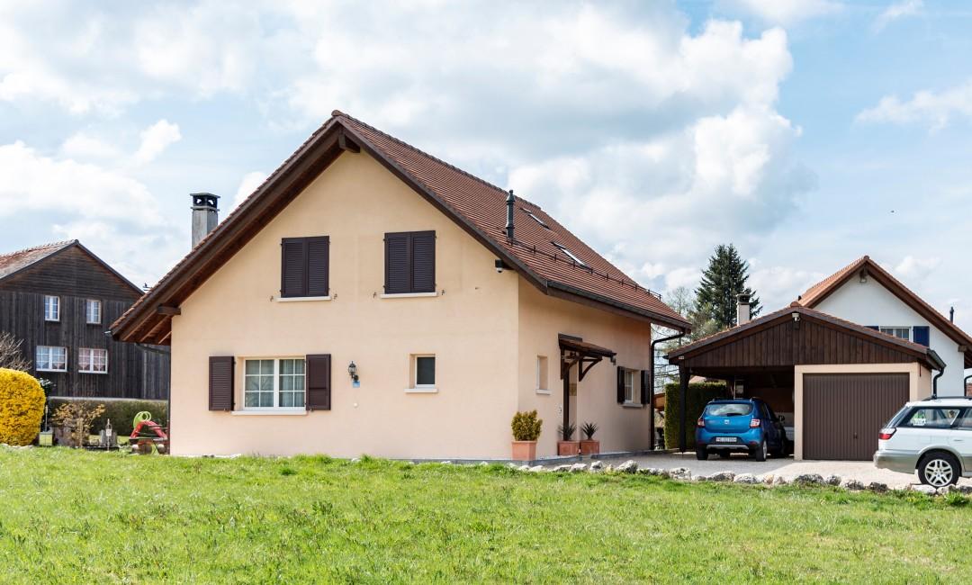 Einladendes Familienhaus mit grossem Garten - 13
