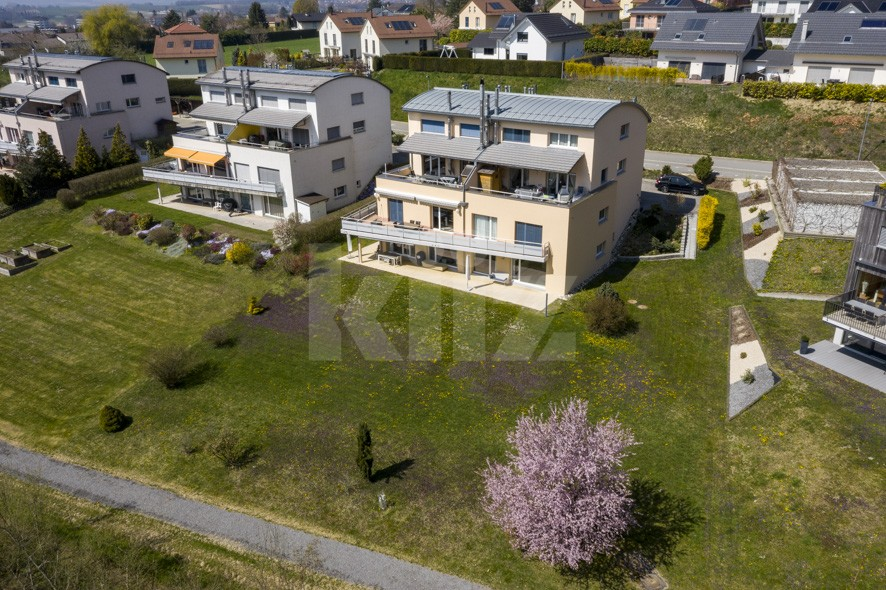 VENDU! Bel appartement contemporain avec jardin de 350 m2 - 12