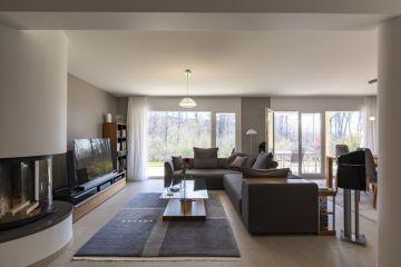 Bel appartement contemporain avec jardin de 350 m2