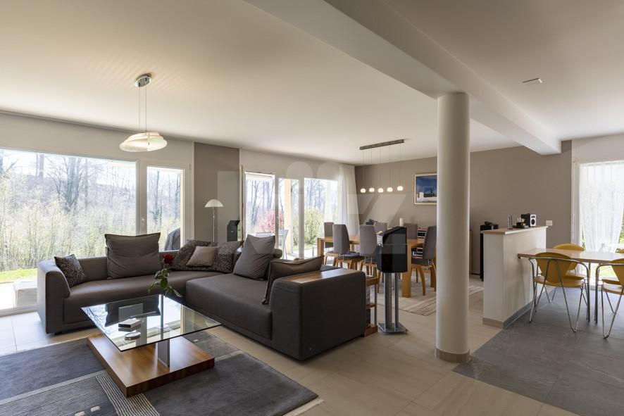 VENDU! Bel appartement contemporain avec jardin de 350 m2 - 2
