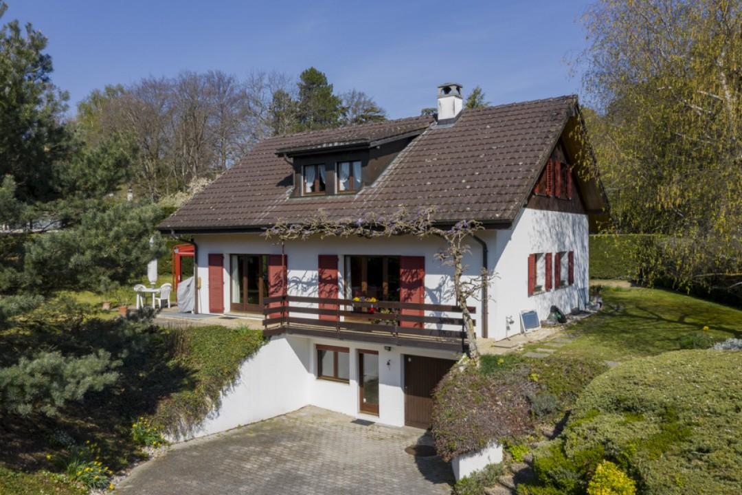 Schöne Villa mit großem bewachsenem Garten - 13