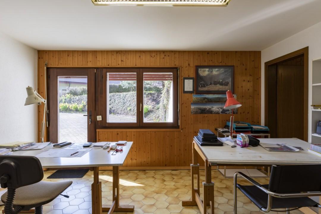 Schöne Villa mit großem bewachsenem Garten - 10