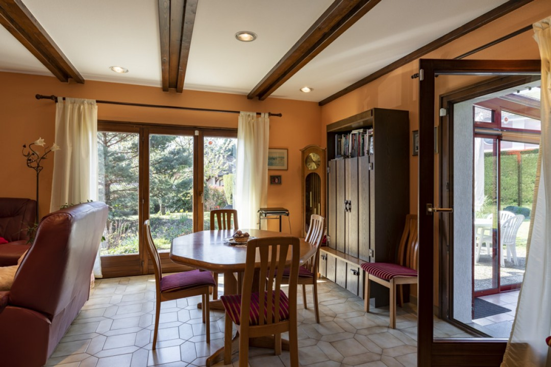 Schöne Villa mit großem bewachsenem Garten - 4