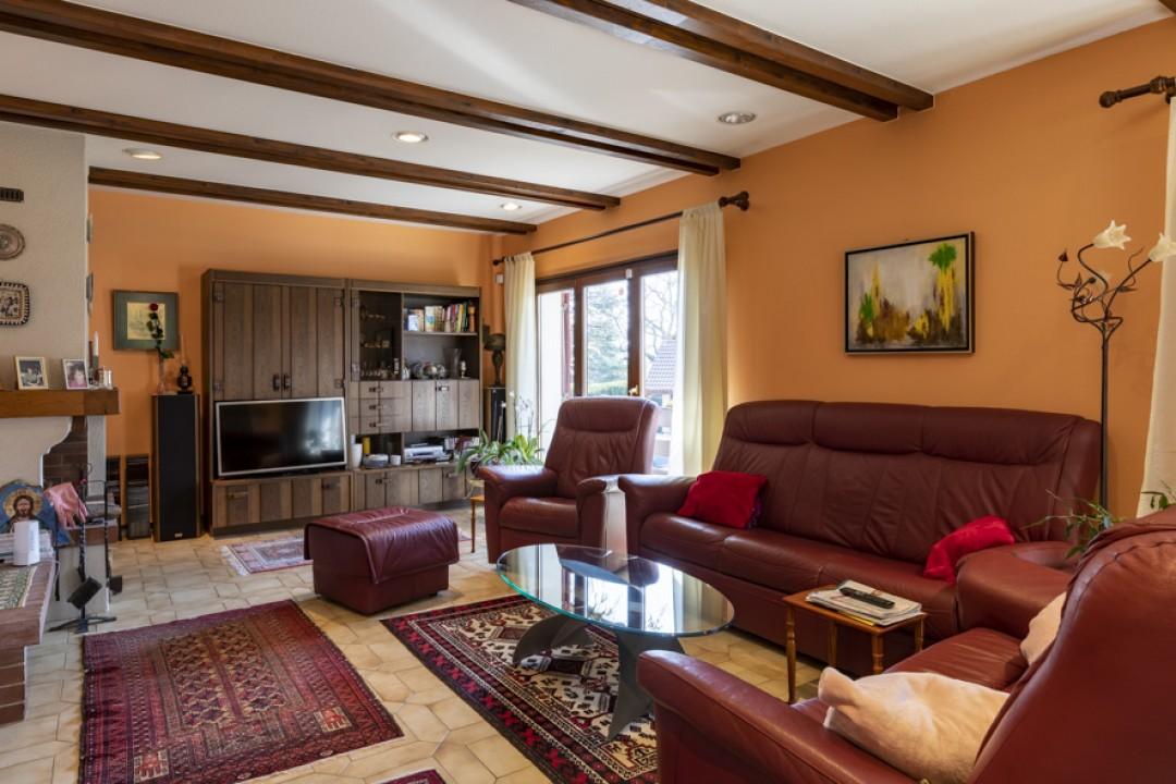 Schöne Villa mit großem bewachsenem Garten - 2