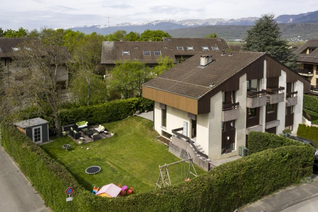 Schönes Doppeleinfamilienhaus mit uneinsehbarem Garten - 1