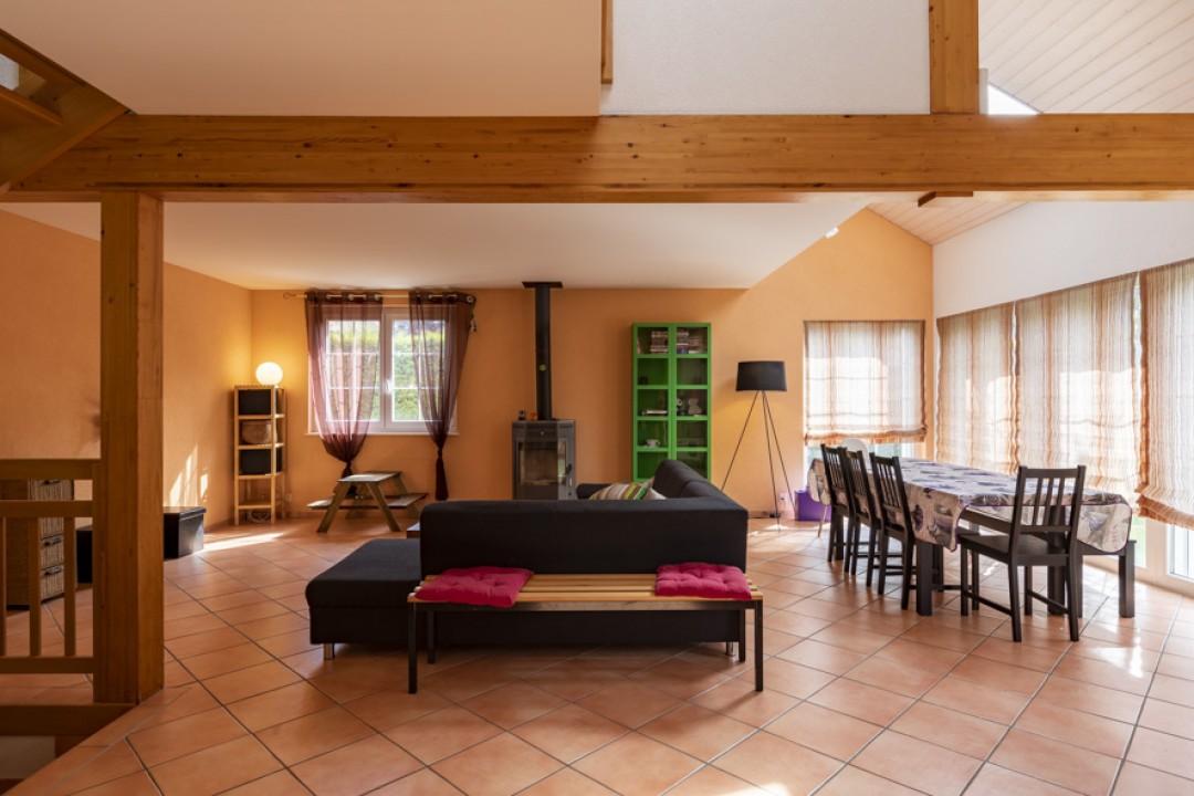 Schönes freistehendes Einfamilienhaus mit Garten - 2
