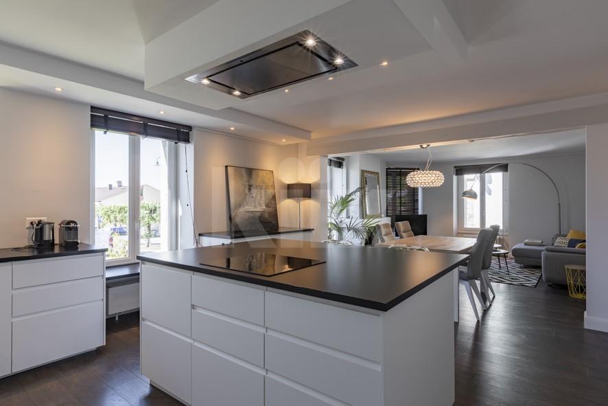 VENDU! Splendide appartement entièrement rénové avec goût - 5