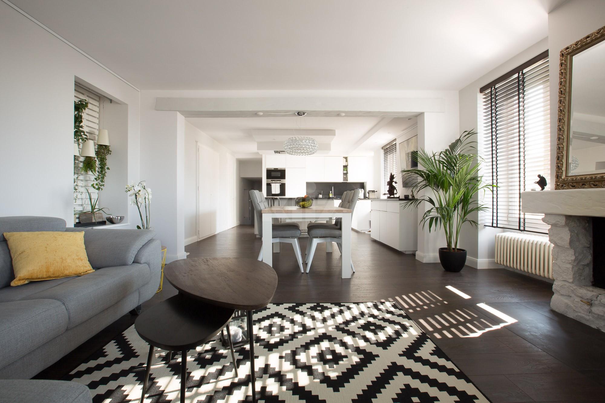 VENDU! Splendide appartement entièrement rénové avec goût - 2