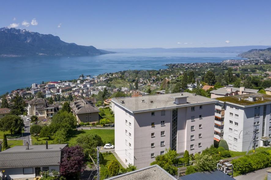 Superbe vue panoramique sur le lac et les montagnes - 1