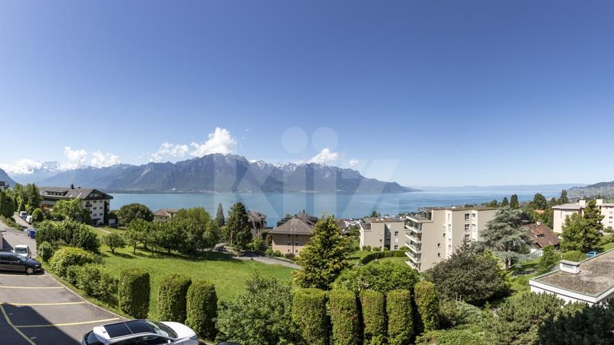 Atemberaubender Panoramablick auf den See und die Berge - 13
