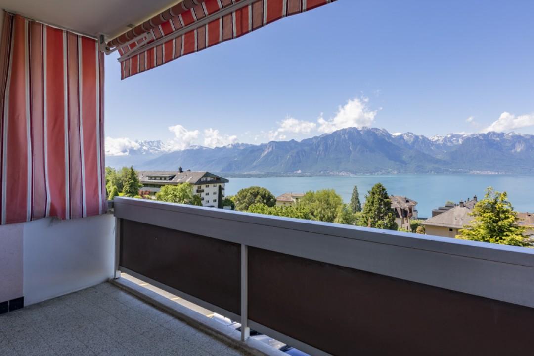 Atemberaubender Panoramablick auf den See und die Berge - 11