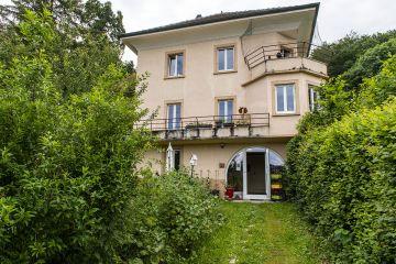 Belle maison avec magnifique jardin dans un cadre bucolique