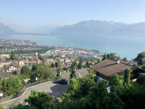 Vue spectaculaire sur le lac Léman et les Alpes!