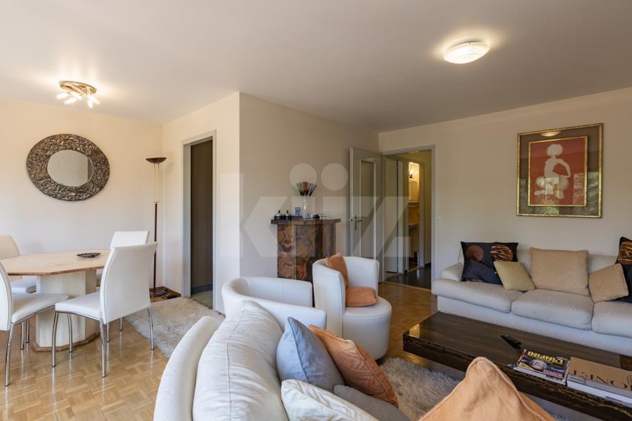 Sehr schöne helle Wohnung mit viel Potenzial - 2