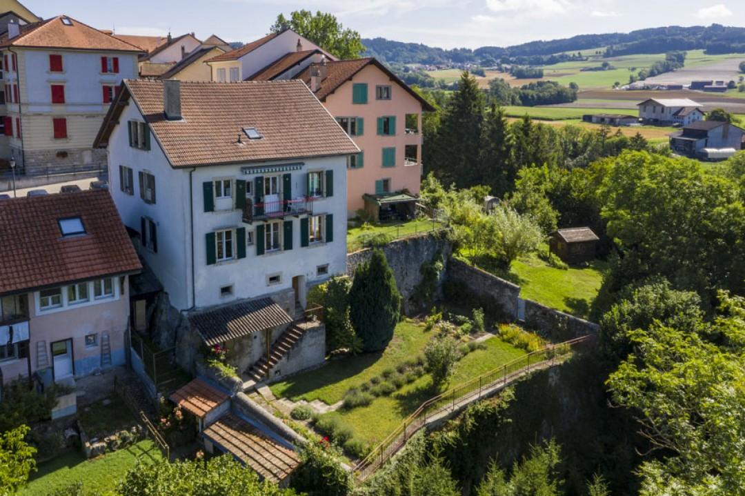 Sehr schönes Familienhaus mit idyllischem Garten - 1