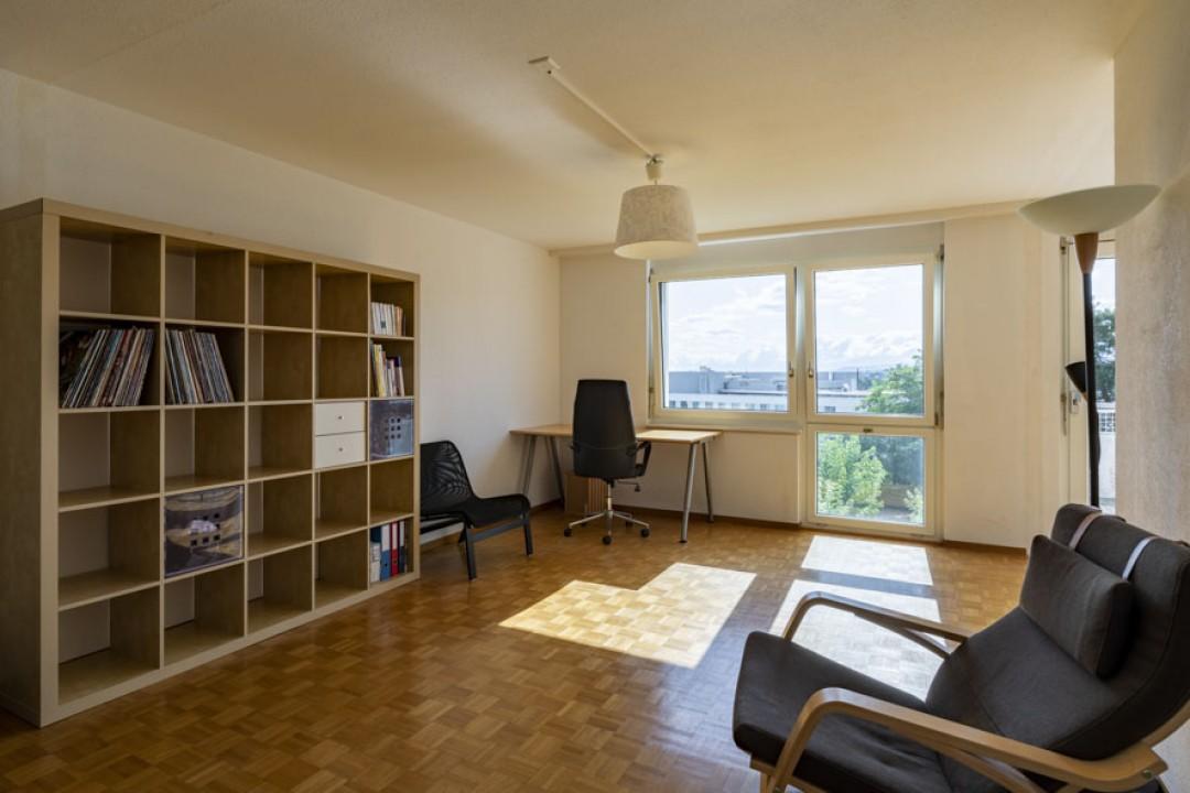 Schöne Wohnung im obersten Stockwerk mit schönem Balkon - 2