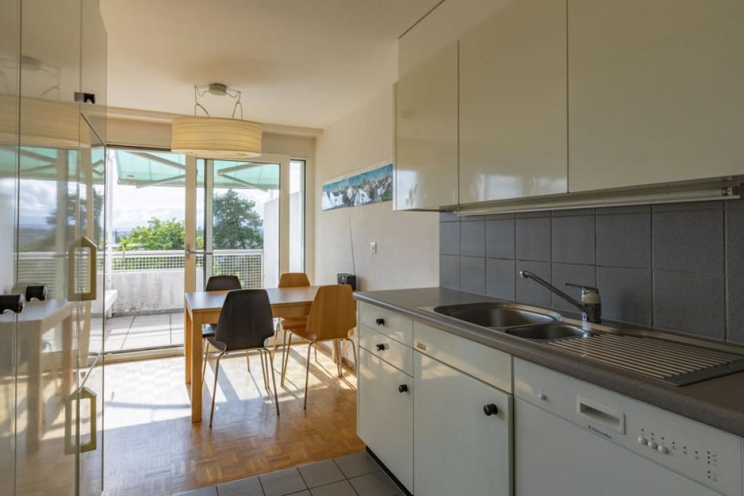 Schöne Wohnung im obersten Stockwerk mit schönem Balkon - 3