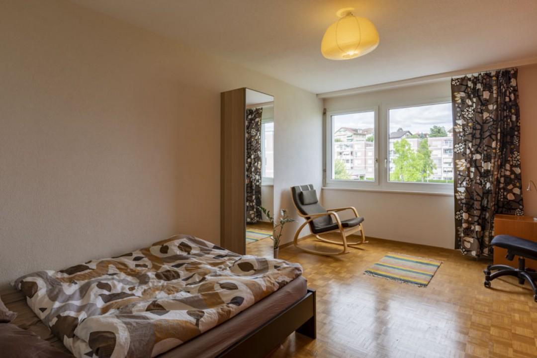 Schöne Wohnung im obersten Stockwerk mit schönem Balkon - 8