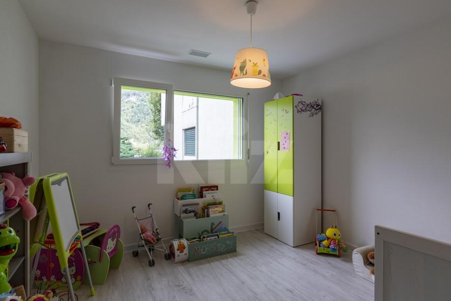 Superbe appartement aux finitions soignées avec beau jardin - 8