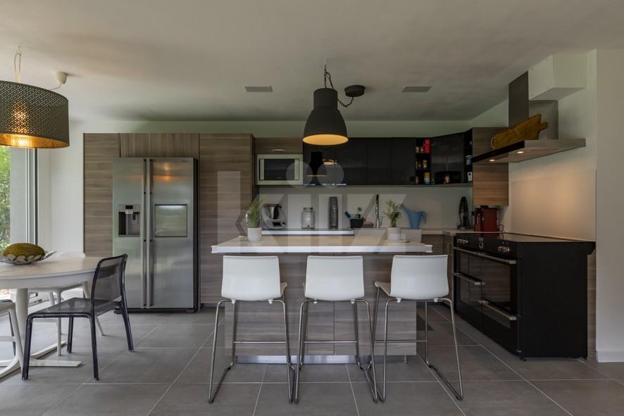 Superbe appartement aux finitions soignées avec beau jardin - 1