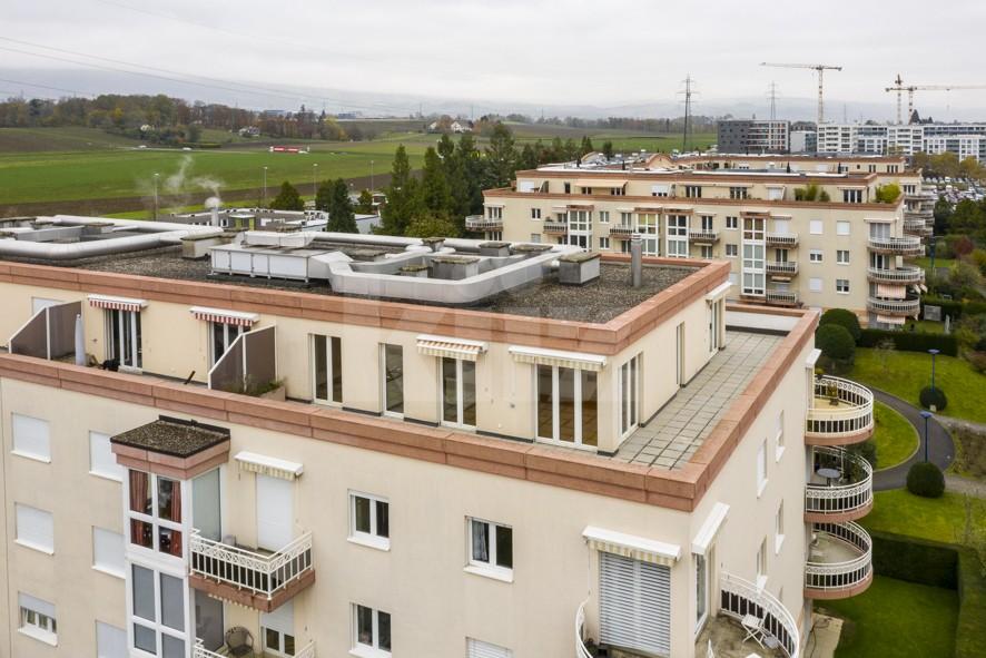 Grand attique avec phénoménale terrasse - 13