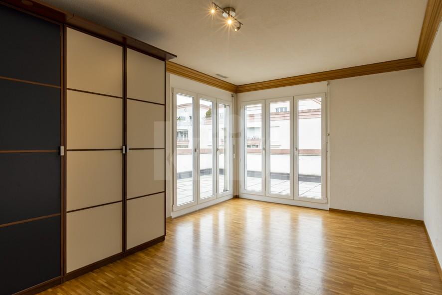 Vendu! Grand attique avec terrasse phénoménale - 10