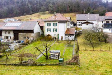 Maison villageoise de deux appartements